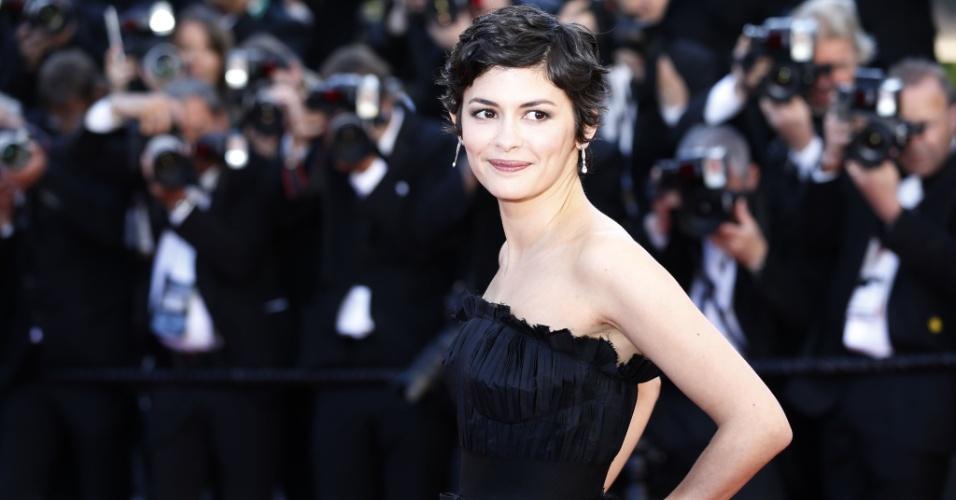 25.mai.2013 - A atriz e mestre de cerimônias do Festival de Cannes, Audrey Tatou, posa para os fotógrafos no tapete vermelho do filme