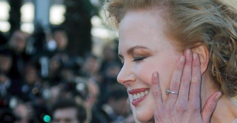 25.mai.2013 - A atriz Nicole Kidman sorri em sua chegada à exibição de