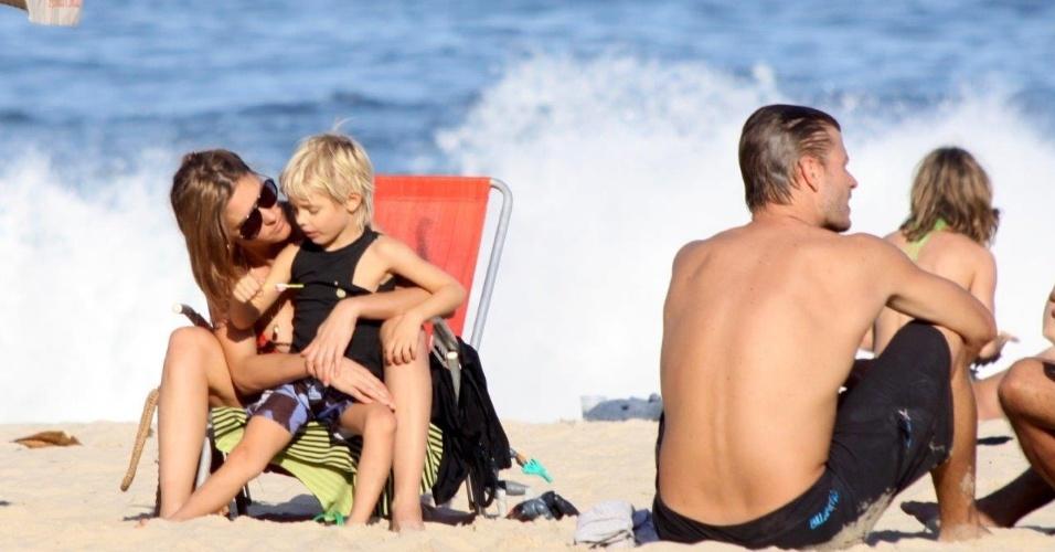 25.mai.2013 - Fernanda Lima curtiu praia no Leblon, zona sul do Rio. A apresentadora estava acompanhado do marido, Rodrigo Hilbert, e dos filhos, os gêmeos Francisco e João