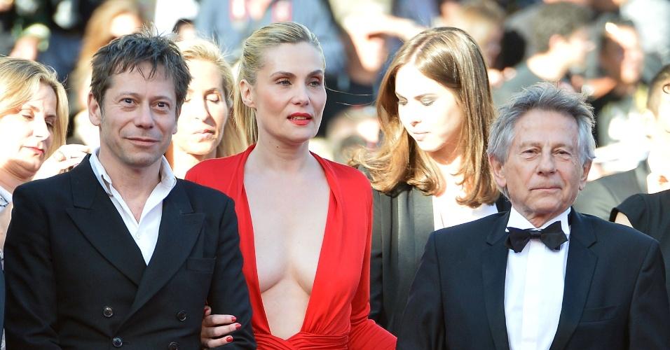 25.mai.2013 - O ator francês Mathieu Amalric, a atriz Emmanuelle Seigner e o diretor diretor Roman Polanski ( da esq para dir) chegam à exibição do filme