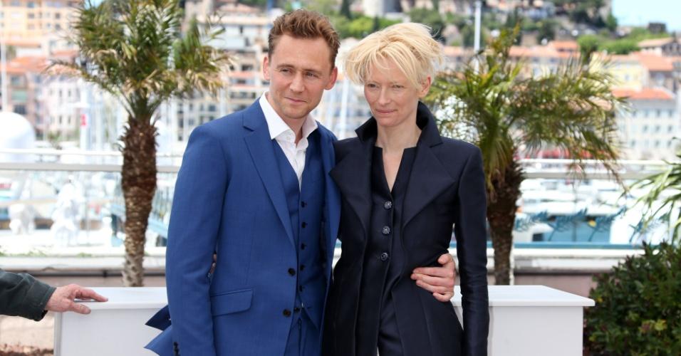 25.mai.2013 - Os atores Tom Hiddleston e Tilda Swinton divulgam o filme