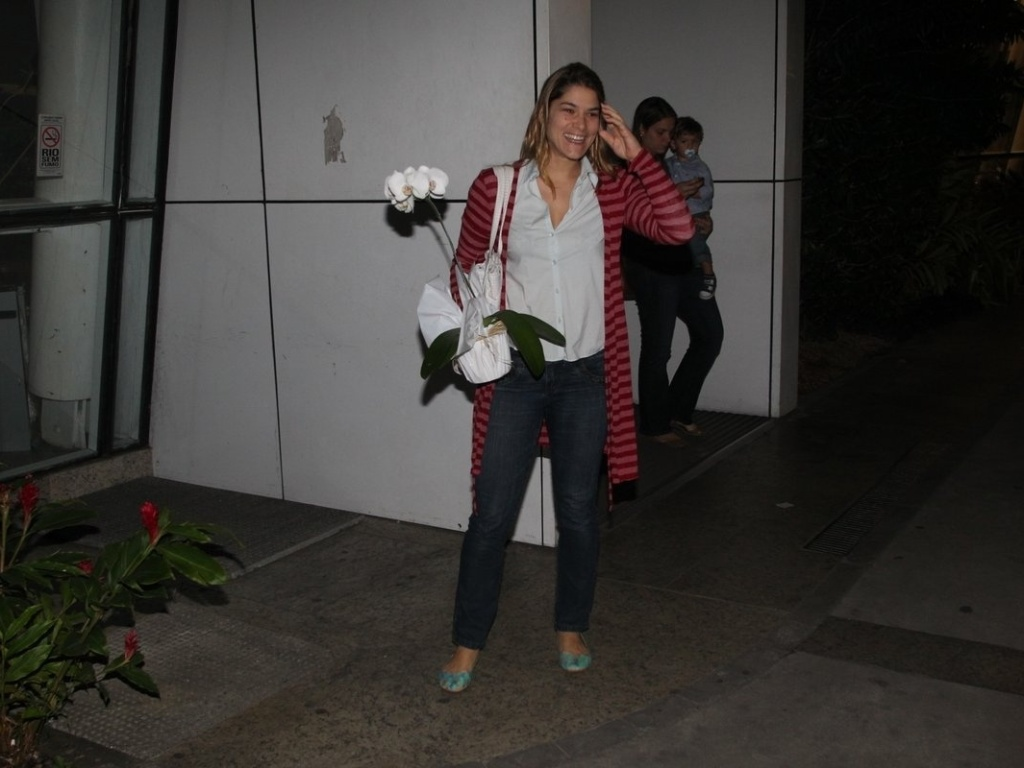 25.mai.2013 - Priscila Fantin visitou Samara Felippo na maternidade Perinatal, zona oeste do Rio. A atriz deu à luz Lara
