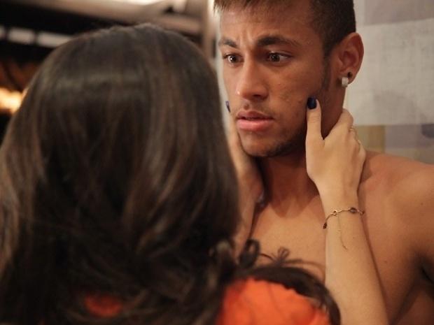 """Em """"Amor à Vida"""", Valdirene invade o quarto de Neymar"""