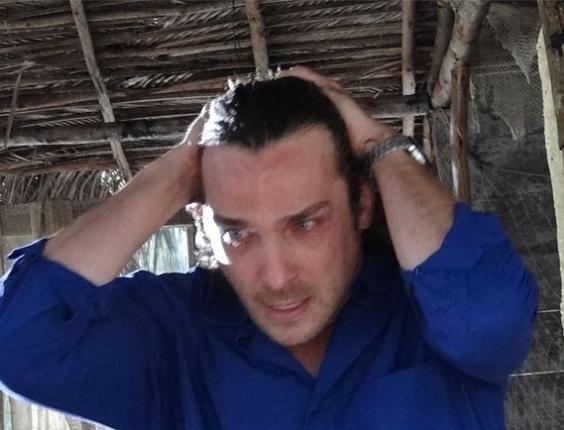 """Em """"Flor do Caribe"""", Alberto destrói a cabana de Ester e Cassiano"""
