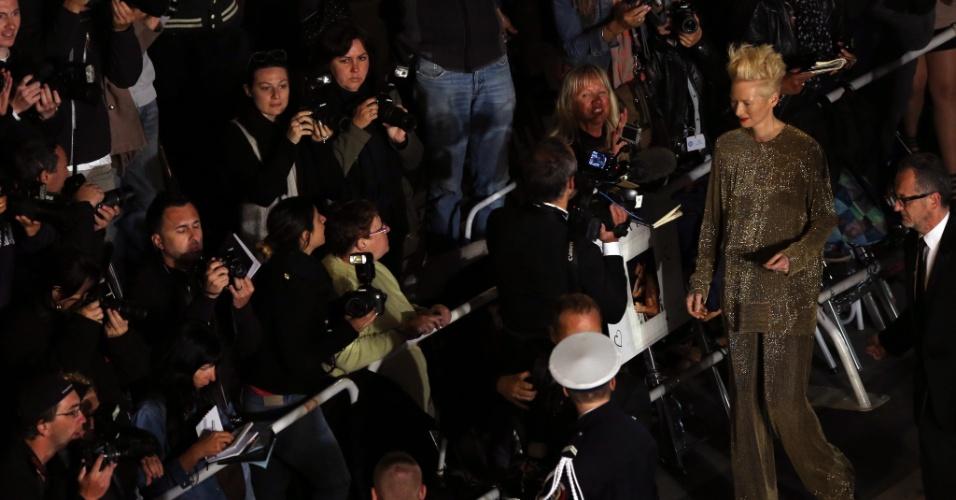 25.mai.2013 - A atriz britânica Tilda Swinton chega para a exibição de