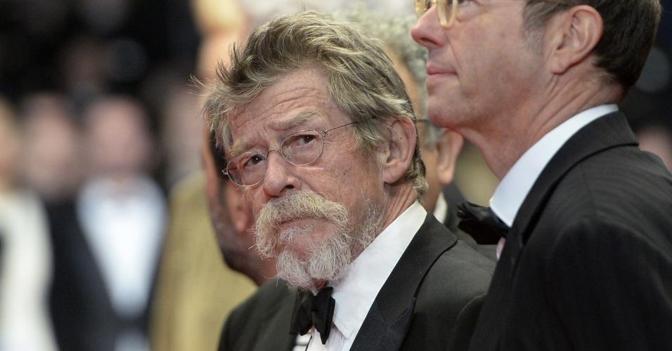 25.mai.2013 - Ator John Hurt chega para a exibição de
