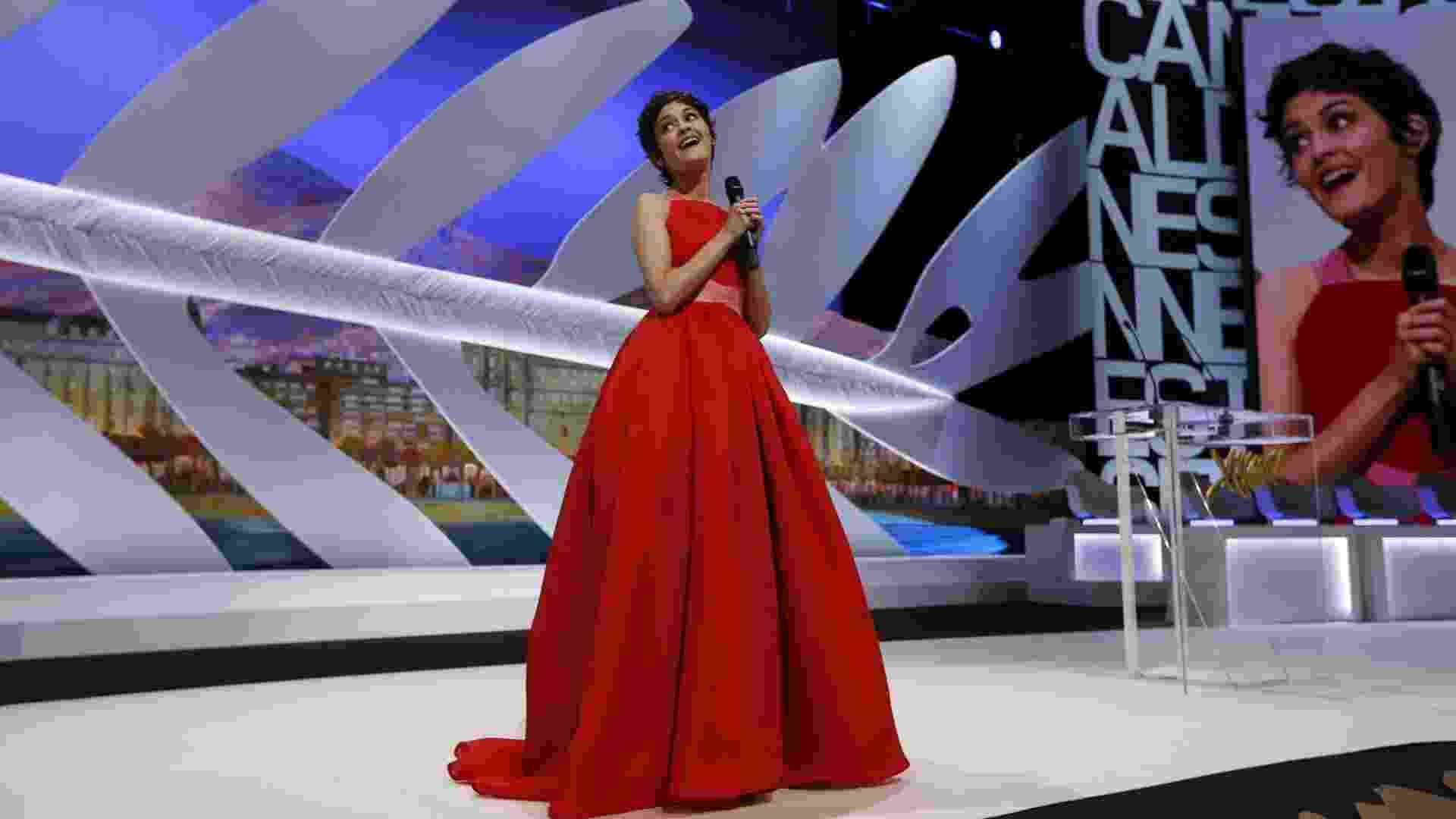 26.mai.2013 - Audrey Tatou comanda a cerimônia de encerramento e premiação do Festival de Cannes 2013 - Valery Hache/AFP