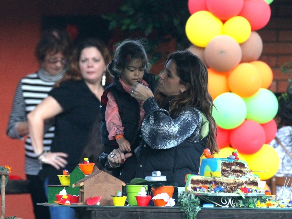 26.mai.2013 - Giovanna Antonelli celebrou o aniversário de oito anos de Pietro com festa em um sítio na zona oeste do Rio. O menino é fruto do relacionamento da atriz com Murilo Benício. As gêmeas Sofia e Antonia também estiveram presentes