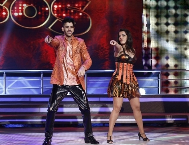 """26.mai.2013 - Gusttavo Lima e Ana Flávia Simões dançam """"Let´s Groove"""", de Earth Wind and Fire, no quadro """"Dança dos Famosos"""""""