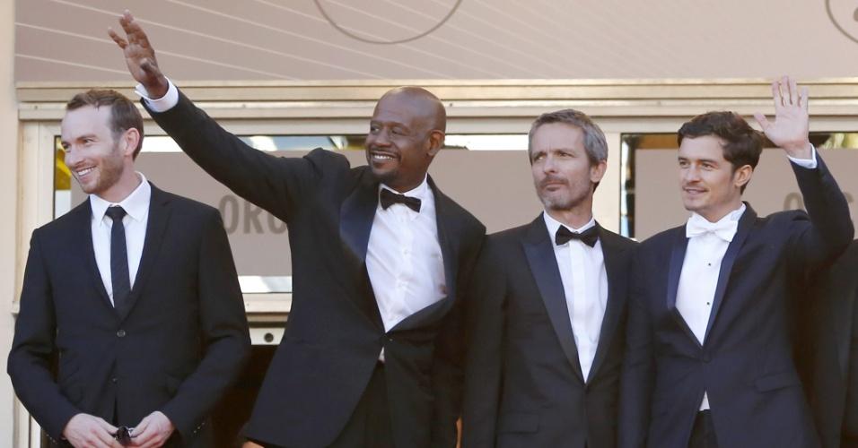 26.mai.2013 - Os atores Conrad Kemp,Forest Whitaker, o diretor francês Jerome Salle e o ator Orlando Bloom chegam à festa de encerramento do Festival de Cannes