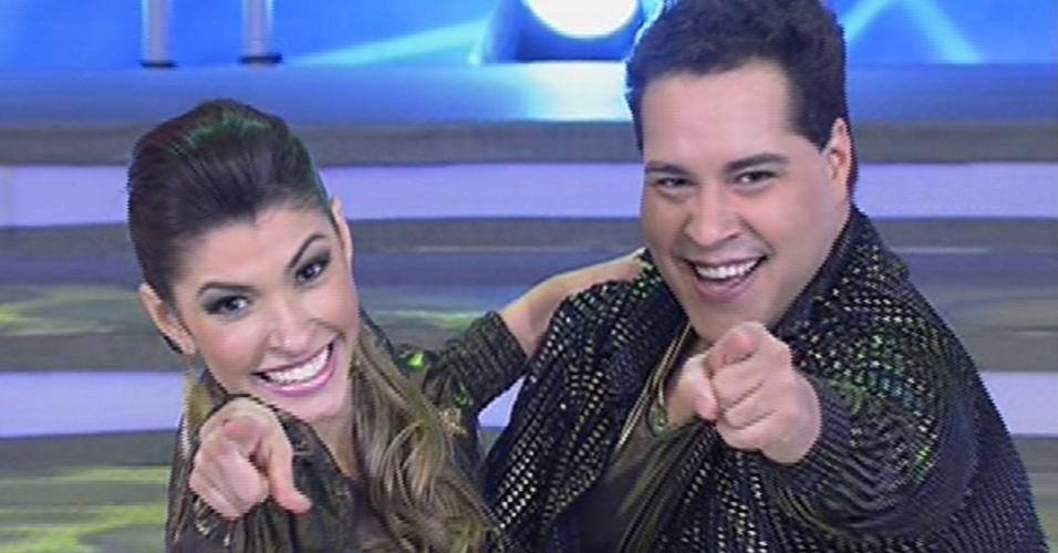 """26.mai.2013 - Tiago Abravanel e Ana Paula Guedes dançam """"Celebration"""", de Kool and The Gang no quadro """"Dança dos Famosos"""""""