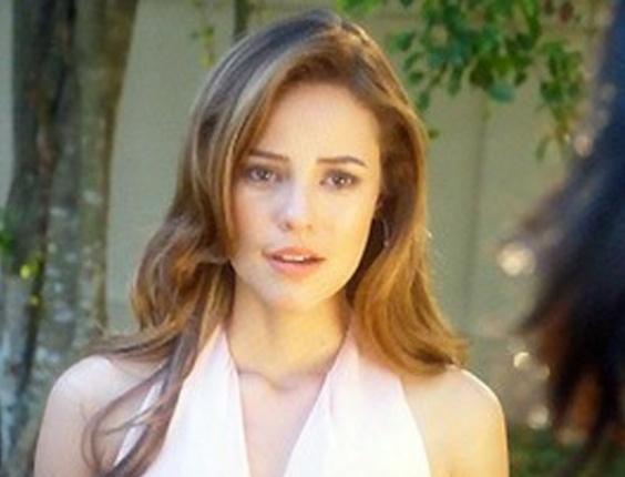 """Em """"Amor à Vida"""", Paloma fica chocada ao saber que Ninho está voltando para o Brasil"""