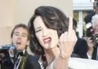 Asia Argento mostra o dedo médio no Festival de Cannes - Guillaume Horcajuelo/EPA/EFE