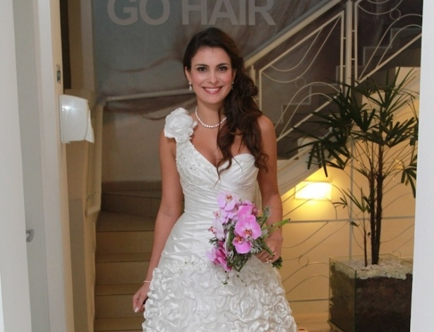 27.mai.2013 - A ex-BBB Kamilla Salgado participou de um desfile de vestidos de noiva em um centro de estética em São Paulo
