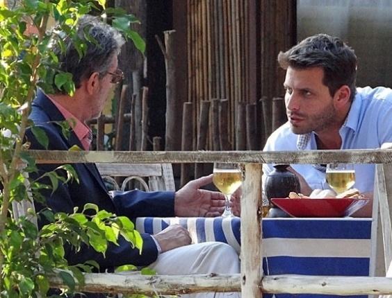 """Em """"Flor do Caribe"""", Cassiano planeja rasteira em Alberto"""