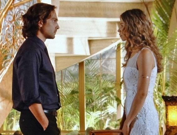 """Em """"Flor do Caribe"""", Ester aceita voltar a viver com Alberto"""