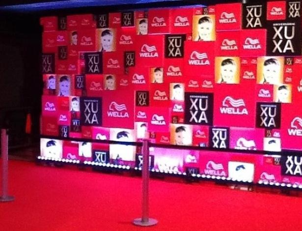 28.mai.2013 - Xuxa exibiu imagens dos preparativos da festa em comemoração aos seus 50 anos que acontecerá nesta terça em São Paulo