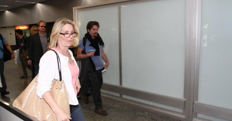"""28.mai.2013 - Zach Galifianakis desembarca no aeroporto internacional do Rio de Janeiro. O ator veio ao Brasil divulgar o filme """"Se Beber, Não Case Parte 3"""""""