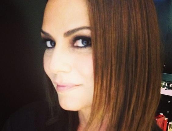 28.mai.2013- Luiza Brunet passou a tarde desta terça-feira (28) cuidando dos cabelos no salão de Marco Antônio de Biaggi, em São Paulo. A ex-modelo queria estrear  o novo look na festa de 50 anos de Xuxa