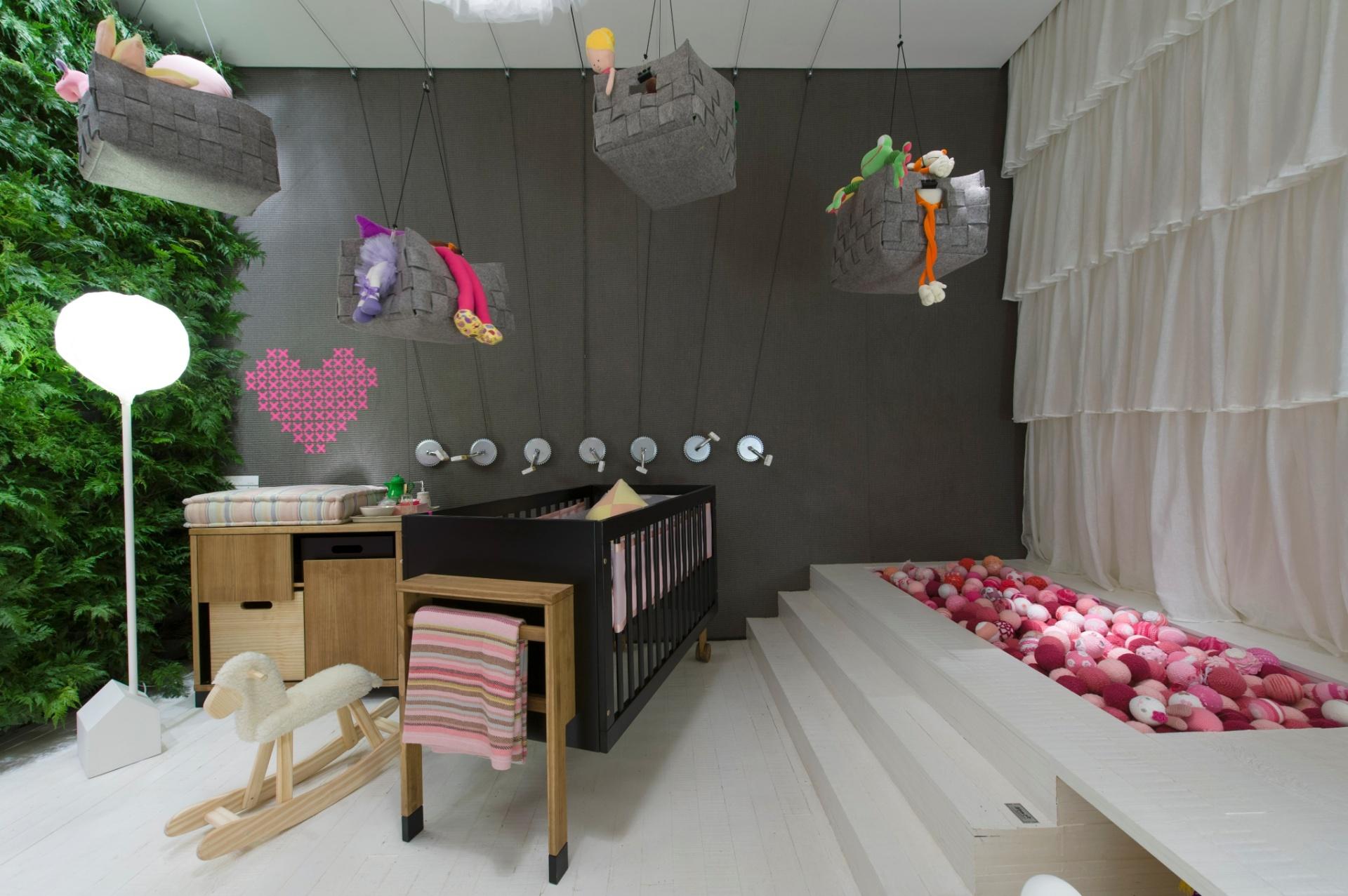 A dupla Mariana Albuquerque e Guilherme Ommundsen, da empresa DecoradorNet, criaram o Quarto do Bebê. A 27ª Casa Cor SP segue até dia 21 de julho de 2013, no Jockey Club de São Paulo