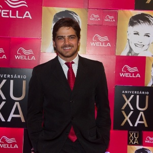 Bernardo Mesquita foi um dos primeiros convidados a chegar na festa de 50 anos de Xuxa, em São Paulo