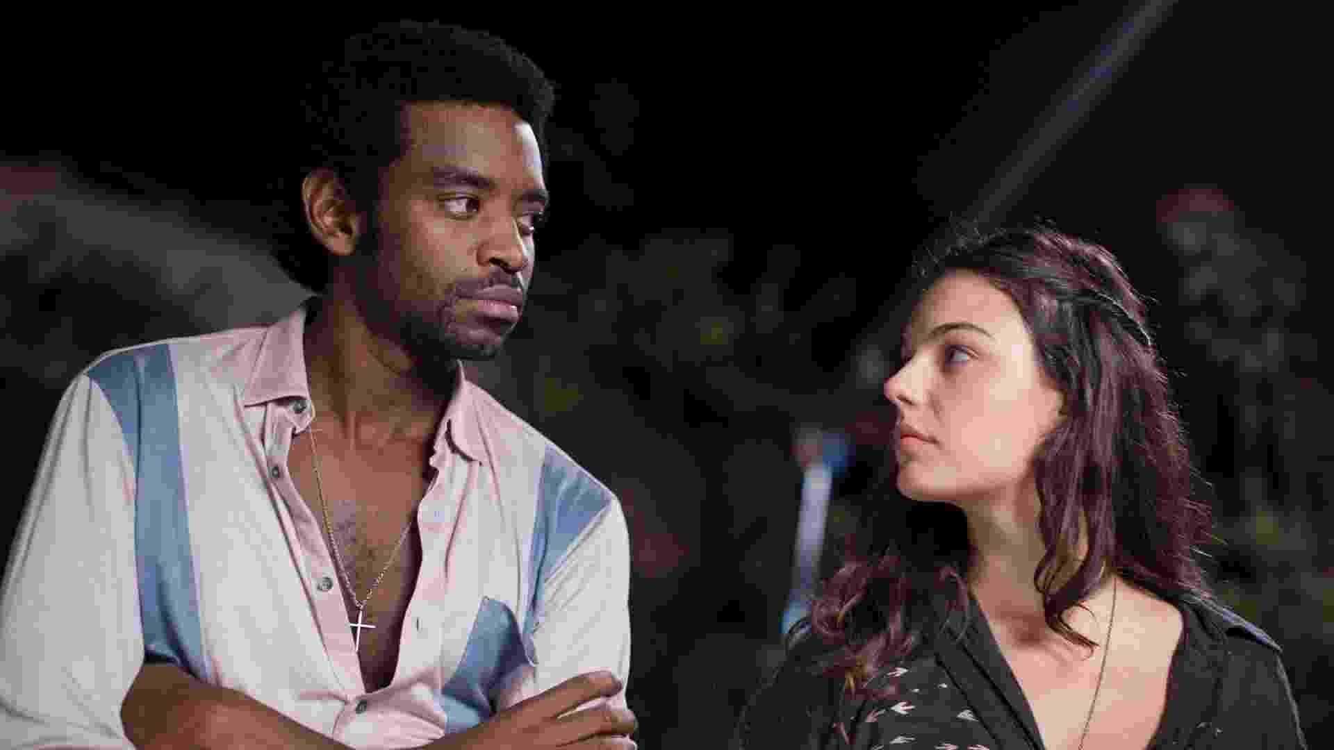 João conhece a bela Maria Lúcia (Isis Valverde). Os dois se apaixonam mas João mergulha cada vez mais no crime - Divulgação