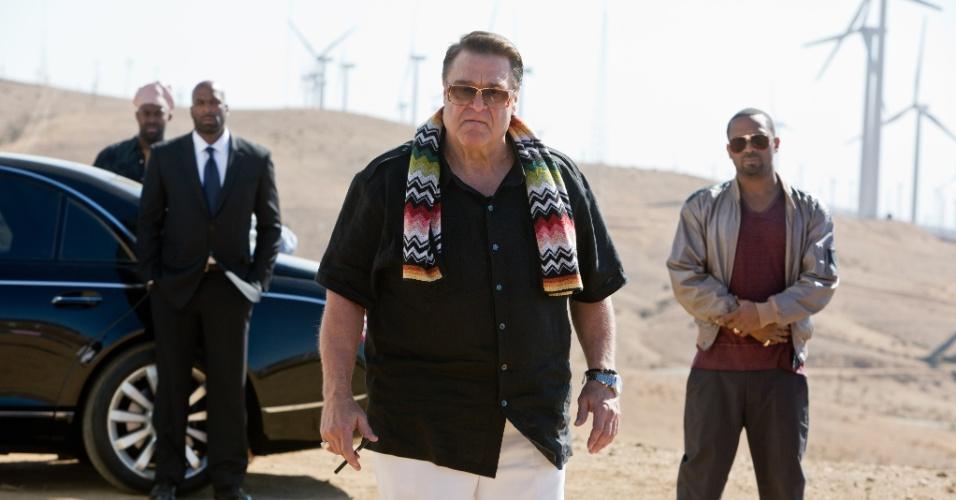 O mafioso interpretado por John Goodman e seus capangas em cena do filme