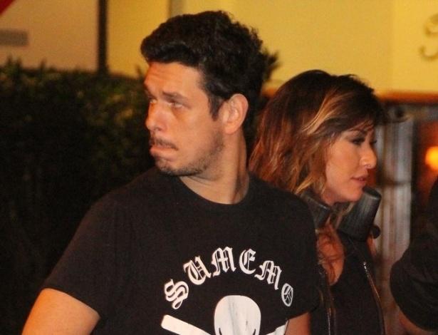 28.mai.2013 - Sabrina Sato e o namorado João Vicente de Castro vão a restaurante no Leblon, Rio de Janeiro