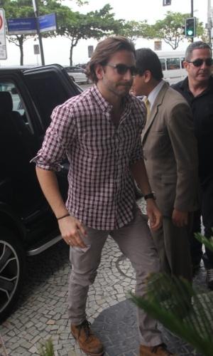 29.mai.2013 - Após coletiva realizado no Morro da Urca, Bradley Cooper retornou ao hotel onde está hospedado na zona sul do Rio
