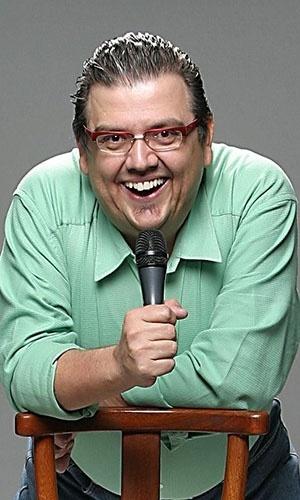 Ator e humorista Márcio Ribeiro é considerado como um dos precursores do stand-up comedy no Brasil