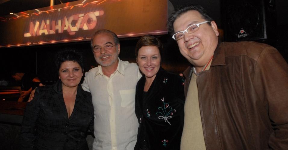 """Em 2010, Márcio Ribeiro (dir) fez o papel de Romero na novela teen """"Malhação"""", da Globo. Na foto, ele aparece ao lado dos atores Cris Nicolotti , Genezio de Barros e Gisela Reimann"""