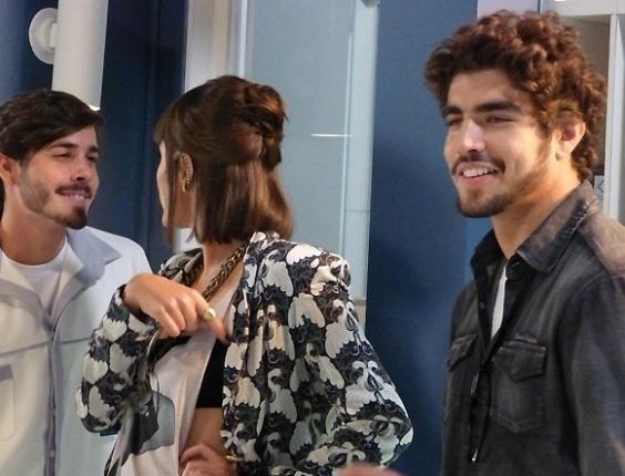 """Em """"Amor à Vida"""", Patrícia marca encontro com enfermeiro na frente de Michel"""