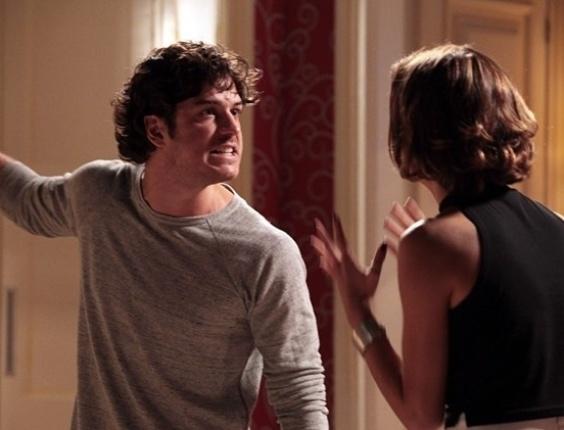 """Em """"Sangue Bom"""", Bento briga com Amora e exige que ela termine com Maurício"""
