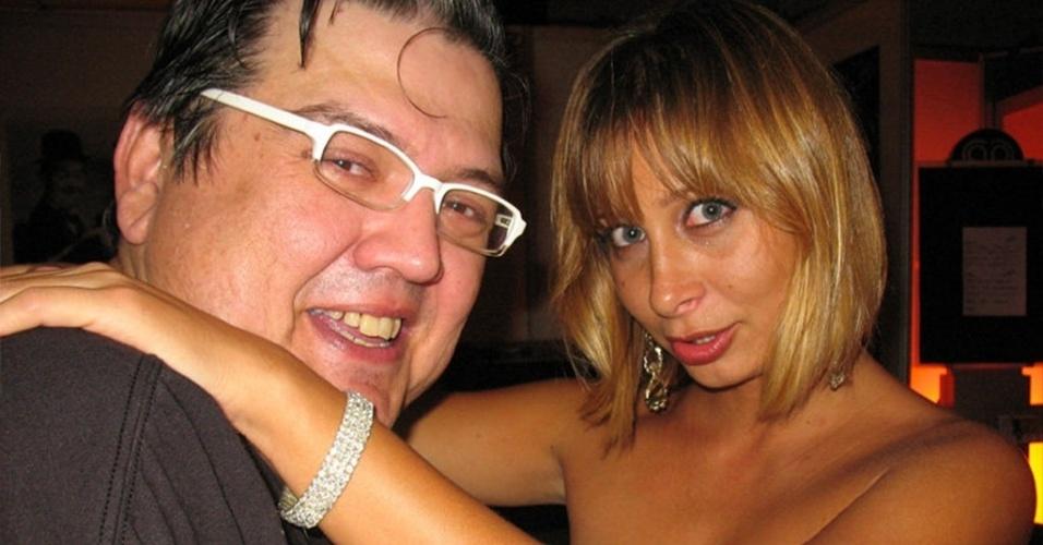 "Márcio Ribeiro com a atriz Katiuscia Canoro, do humorístico ""Zorra Total"""