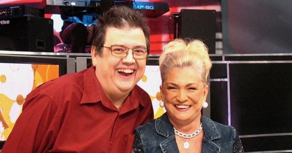 Márcio Ribeiro posa com a apresentadora Hebe Camargo, falecida em 2012