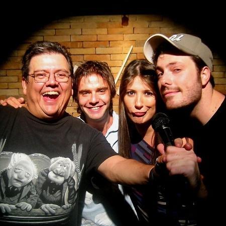 Márcio Ribeiro posa com os humoristas Fabio Rabin, Dani Calabresa e Danilo Gentili - Divulgação/márcioribeiro.com