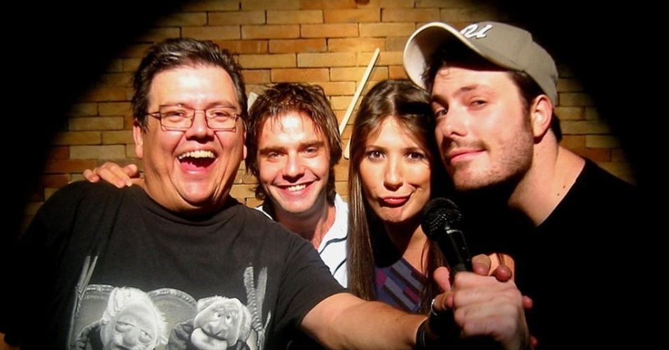 Márcio Ribeiro posa com os humoristas Fabio Rabin, Dani Calabresa e Danilo Gentili