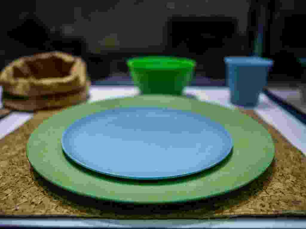 A italiana Bitossi, fundada em 1921, apresenta utensílios de cerâmica biodegradável como pratos, cumbucas e talheres de servir. As peças foram expostas na Macef Brasil, feira profissional de artigos para casa, decoração e design, em São Paulo - Leandro Moraes/ UOL