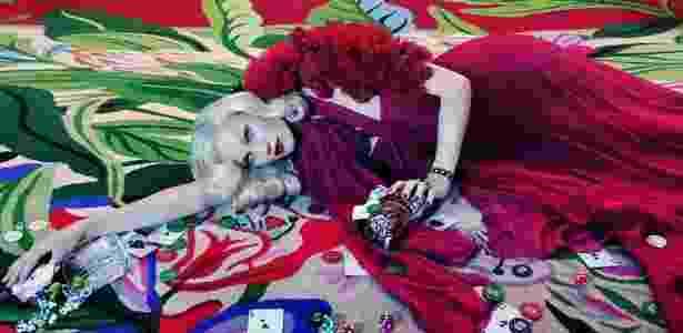 """Imagem da exposição """"I Only Want You to Love Me"""" do artista britânico Miles Aldridge - Miles Aldridge/Divulgação/BBC"""