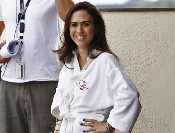 """29.mai.2013 - Tatá Werneck grava """"Amor à Vida"""" só de roupão em motel do Rio de Janeiro. Nas cenas, a periguete Valdirene estará andando de roupão no meio da rua"""