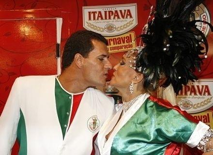 A atriz Susana Vieira e o ex-policial começaram o relacionamento no Carnaval de 2006. Ela com 64 anos e ele com 36. O casal terminou o casamento em novembro de 2008, depois da atriz descobrir que havia sido traída