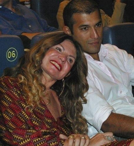Elba Ramalho é de 1951 e já teve dois relacionamentos com homens mais novos. O primeiro foi com o ator Maurício Mattar, que é de 1964, e o mais recente foi com ex-modelo Gaetano Lopes, 25 anos mais novo do que a cantora. O casal separou-se em setembro de 2008, após viverem 12 anos juntos