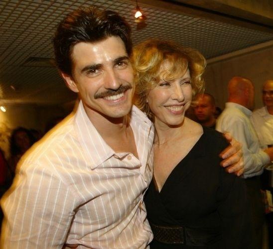 O ator Reynaldo Gianecchini é 27 anos mais novo do que a jornalista Marília Gabriela. O namoro do casal durou oito anos e terminou em outubro de 2006