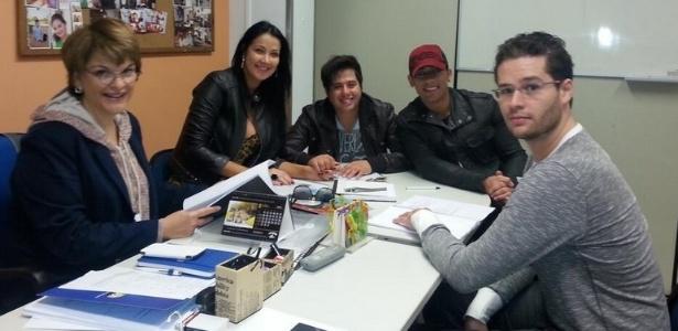 Helen Ganzaroli publica foto dela com Leonor Corrêa (à esq.), a dupla Hugo e Tiago e o cantor Pedro Leonardo (à dir)