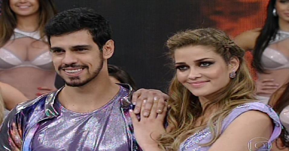 """2.jun.2013 - Ana Beatriz Barros e Rodrigo Ramalho aguardam os votos no quadro """"Dança dos Famosos"""""""