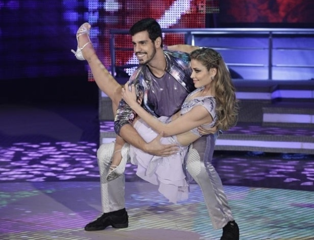 "2.jun.2013 - Ana Beatriz Barros e Rodrigo Ramalho dançam ""Don't wake me up"", de Chris Brown, no quadro ""Dança dos Famosos"""