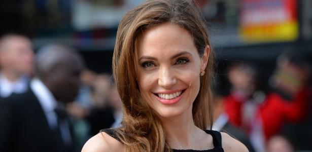 Em 2013 Angelina Jolie anunciou dupla mastectomia para evitar um câncer de mama. Procedimento é considerado polêmico