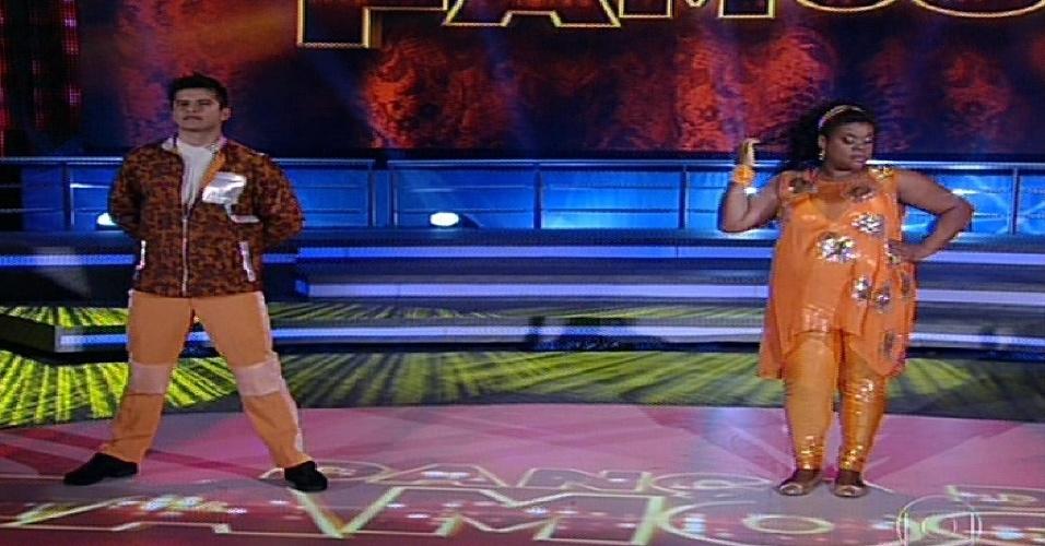 """2.jun.2013 - Cacau Protásio e Rodrigo Picanço dançam """"Gangnam Style"""", de Psy, no quadro """"Dança dos Famosos"""""""