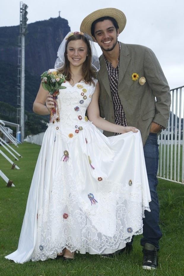 3.jun.2013 - Alice Wegmann e Rodrigo Simas vão se casar em festa bf2601fa1e8
