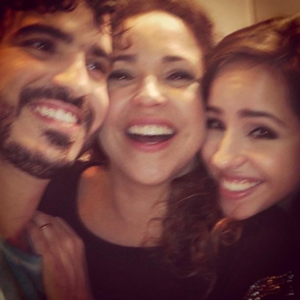 3.jun.2013 - Daniela Mercury publica foto com os filhos Gabriel e Giovana nos bastidores do